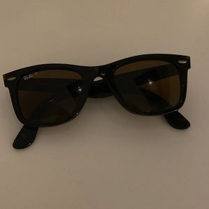 Ray-Ban Wayfarer Sunglasses in Tortoise